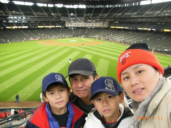 young jerry with family at seattle baseball